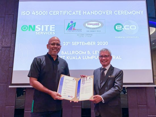 edotco Malaysia MD Wan Zainal receiving the ISO 45001 certification from NIOSH Certification Director Hj Nik Hasbi Fathi