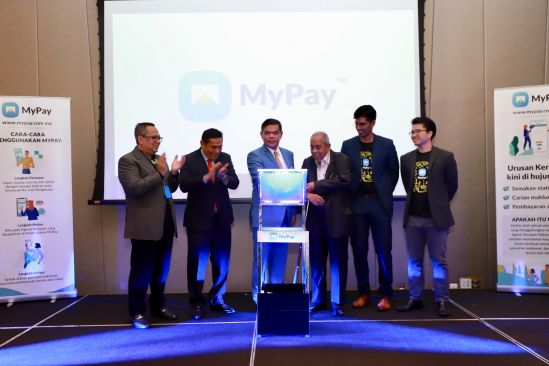 From left: Sabri Rahman, Executive Director of MyPay; Yang Berbahagia Datuk Muez Abd. Aziz, Secretary General of the Ministry of Domestic Trade and Consumer Affairs; Yang Berhormat Datuk Seri Saifuddin Nasution Ismail, Minister of Domestic Trade and Consumer Affairs; Tan Sri Dato' Mohd Desa Pachi; Joshua Smith, Chief Technology Officer of MyPay and Nick Liew, Chief Executive Officer of MyPay during the launch of MyPay, a one-stop e- government service platform developed to consolidate individual's information and payment related to government services with digital efficiency.