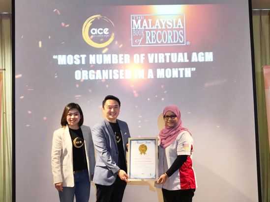 Left to right: Micky Ng, Chief Imagination Officer and Nicklas Ng, Project Director (center) of  Above Creative Events (M) Sdn. Bhd. receiving the recognition from Puan Siti Hajar, Senior  Research Analyst of the Malaysia Book of Records